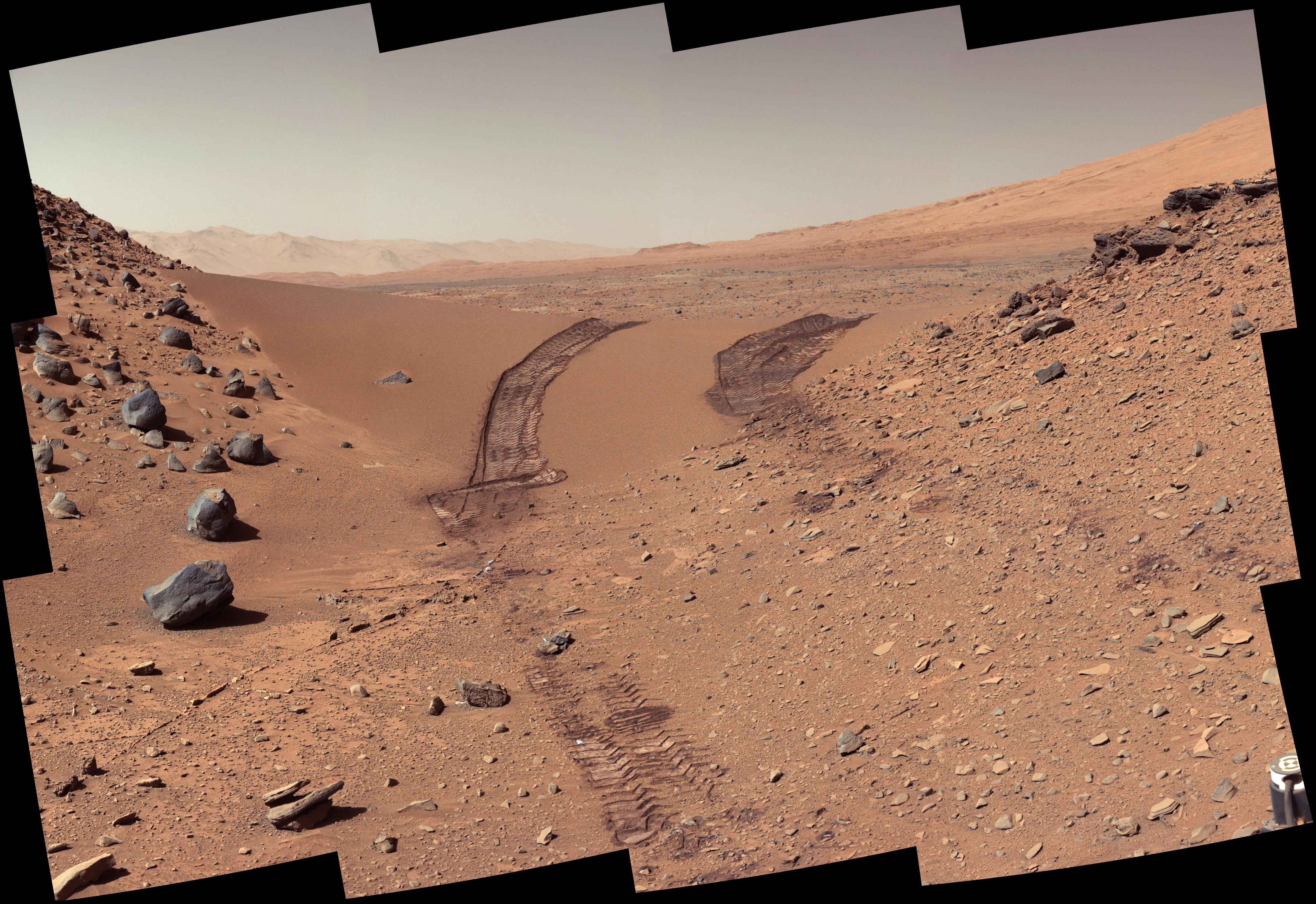 Tracks in the Martian soil left by the Curiosity rover. Credit: NASA/JPL-Caltech/MSSS