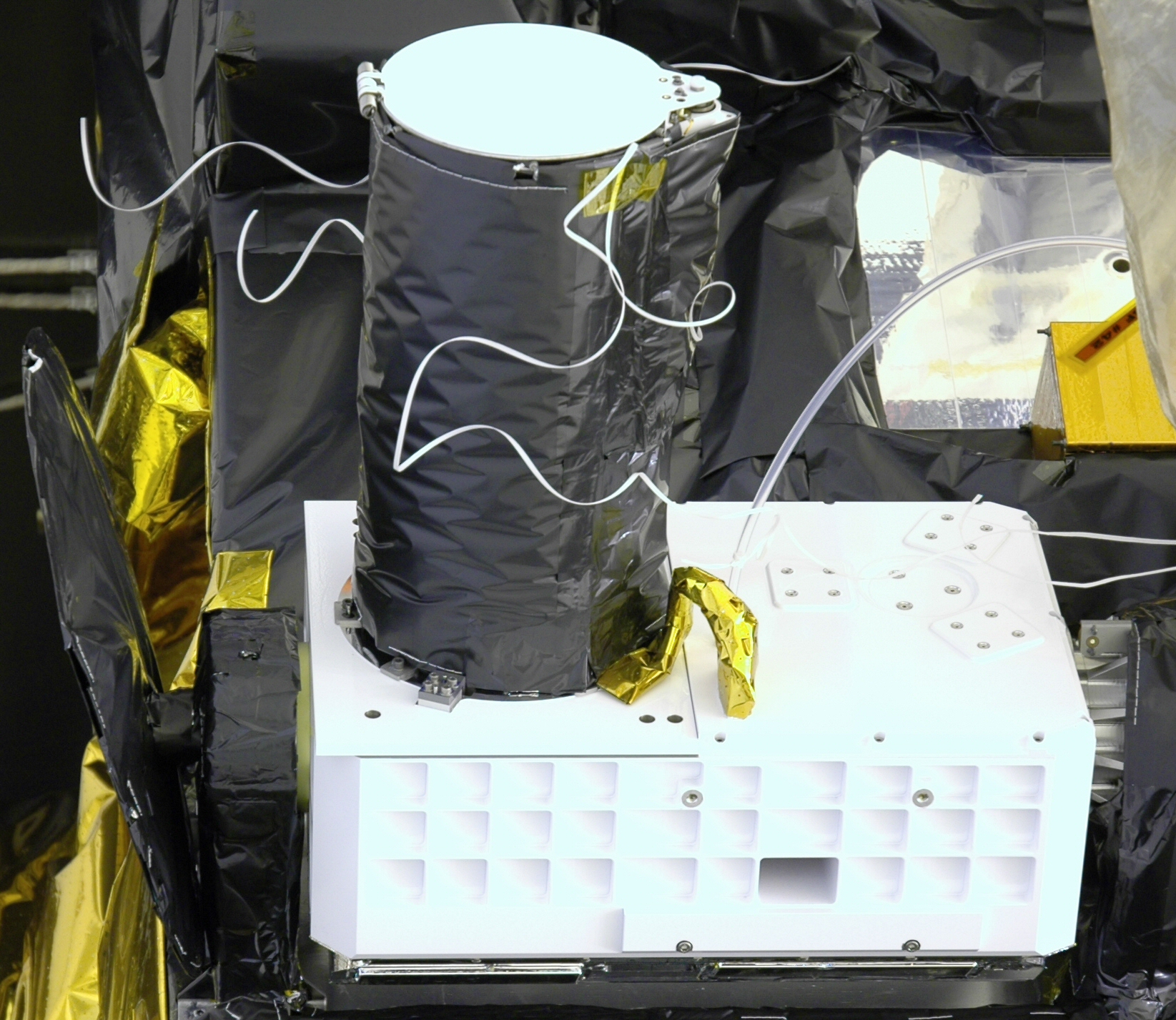 The CRISM apparatus before it was loaded onto the MRO.17 Courtesy of NASA/JHUAPL.